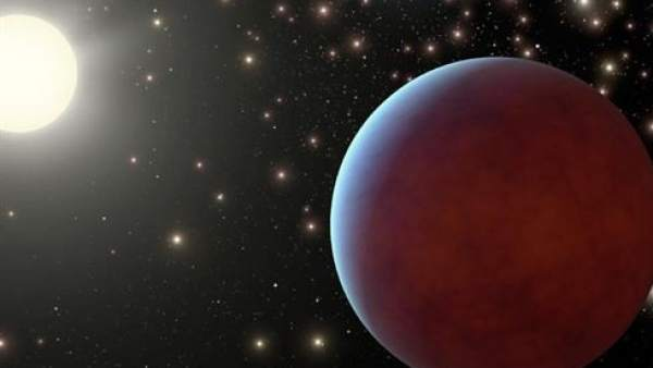 Planeta orbitando alrededor de una estrella.