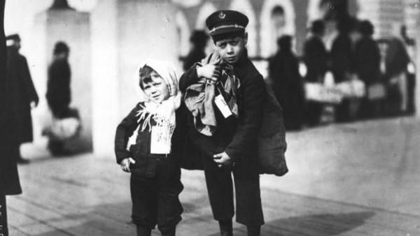 Emigrants at Ellis Island – two Italian children