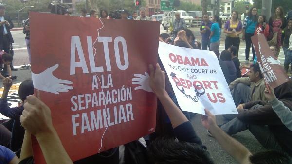Carteles contra las deportaciones