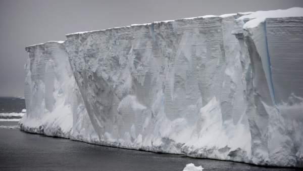 Montañas de hielo de la Antártida