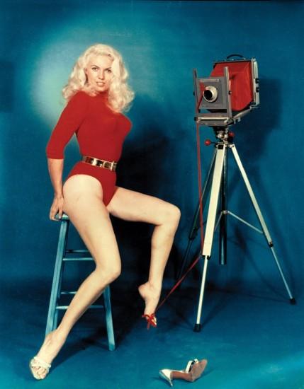 """´Bunny Yeager """"Worlds Most Beautiful Photographer""""´. Autorretrato de Yeager en los años sesenta"""