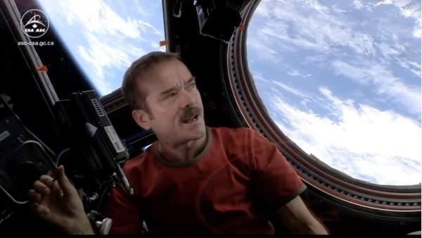 Astronauta Chris Hadfield en la ISS