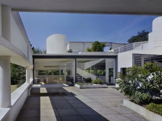 Villa Savoye, Poissy. 1928–31. Patio