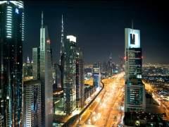 Imagen nocturna de Dubai.
