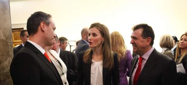 Arsenio Escolar y Juan Balcázar charlan con la princesa Letizia