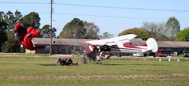 Choque avioneta y paracaidista