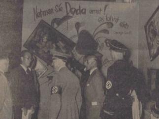 """Hitler en la exposición """"Arte degenerado"""", 16 de julio, 1937"""