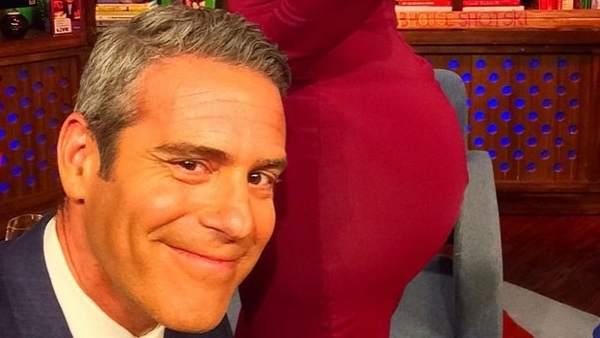 Kim Kardashian presta su trasero para una 'selfie'