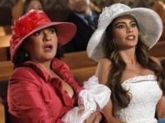 Sofía Vergara y Elisabeth Peña en Modern Family