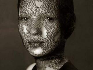 Albert Watson - Kate Moss, Veil, Marocco 1993