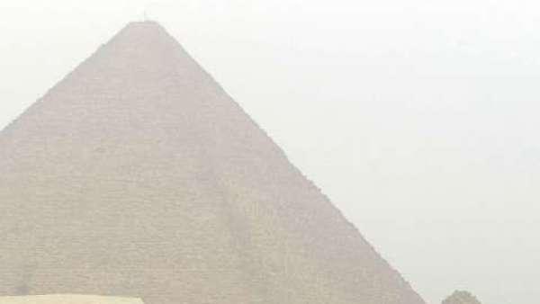 Arqueólogos en la pirámide de Keops
