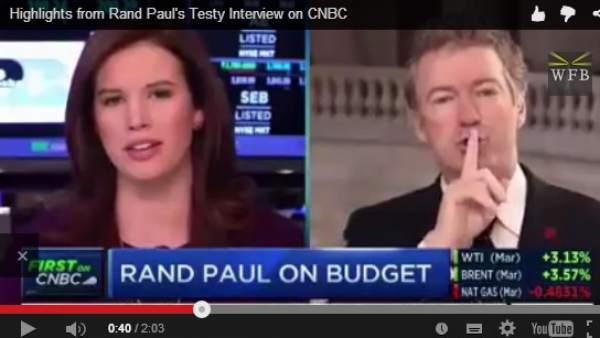 El senador Rand Paul calla a una reportera