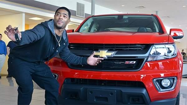 Malcolm Butler recibe la camioneta de MVP