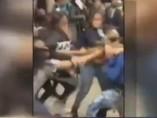 Un grupo de jovencitas golpean a otra chica en un McDonald's de Brooklyn