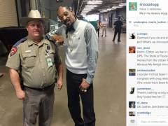 Snoop Dogg con un policía de Texas