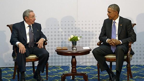 Raúl Castro y Barack Obama durante la Cumbre de las Américas 2015