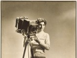 Margaret Bourke-White (1904-1971) - Self-portrait with camera, (Autoportrait à la camera)